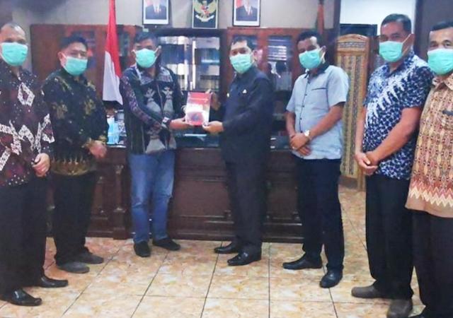 Bupati buku inspiratif indonesia